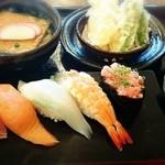 廻鮮寿司錦 - ランチ  寿司5かんと、うどん、天ぷら♪