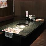 あみやき亭  - テーブル座席