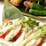 トマトとアボガドのカッテージチーズサラダ  540円(税別)