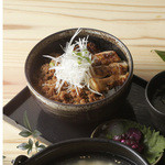 酉蔵丼 鶏タレ焼き&鶏そぼろ(ミニ鶏スープ付き)  680円(税別)