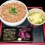 鶏そぼろ丼(ミニ鶏スープ付き)  580円(税別)
