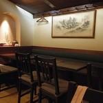 銀亭Cafe&Bar - 奥はテーブル席