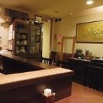 銀亭Cafe&Bar - カウンター席から入り口の方向