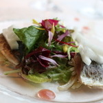 ミクニ ヨコハマ - 秋刀魚のこんふぃーとパテ 神奈川のもやしや梨をあわせてあってオモシロイ♪ 石榴のビネガレットも添えてあります