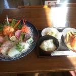 ごはん処はる - 料理写真:はる名物の「刺し身定食1600円」オススメです♬
