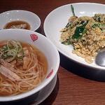 31648852 - ランチ(ほうれん草と肉味噌のチャーハン+スープを半ラーメンに変更)