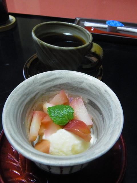 武蔵野 - 2014.10)モモのコンポートとアイスのデザート、コーヒー