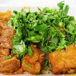 アジアンランチ - 左から、 鶏とポテトとココナッツの赤信号煮(マレーシア) バンコク式ソフト揚げ豆腐のサワーベジタブルソース(タイ) 鶏モモと砂肝のバターヨーグルトカレー(インド・バングラデッシュ)