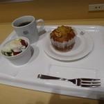 31652996 - ・ブレンドコーヒー¥300・エッグサラ¥140・バナナとクルミのマフィン ¥190