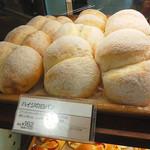 31655167 - 桃のような(≧∀≦)ハイジの白パン