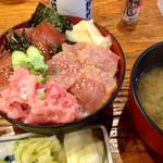 魚久 - マグロ丼(900円)