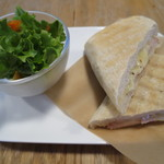 MONZ CAFE - PANINI hum&chees(\500-)