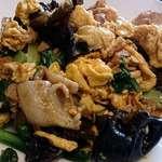 好味苑 - 好味苑 @本蓮沼 日替わりランチ ほうれん草とマッシュルームも使われる、キクラゲと玉子豚炒め