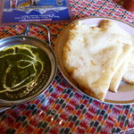 ガンジス川 - ほうれん草のカレー、チーズナン