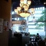 31669894 - シャンデリア風の照明があります。