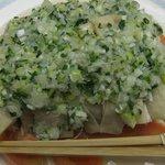 中国料理 李芳 - 蒸し鶏の葱ソースがけ
