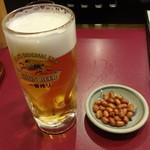 迎賓楼 - 生ビール、ピーナッツ