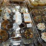 Food Pantry - 完食はキビしそうなカップケーキ