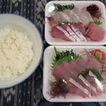 大學堂 大學丼食堂 - 刺身2パック1000円、ごはん200円で1200円の贅沢丼になっちゃいました