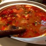 アジア屋台飯 カナン -  湯気は辛いけど、スープは丁度いい辛さ。米の太麺うまい。