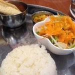 インド食堂 チチル&シシリ - パパド様がクルンと可愛い♡こちらを頼むべきでした・・・