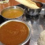 インド食堂 チチル&シシリ - 豆カレー様(ダル)&マトンカレー様