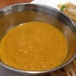インド食堂 チチル&シシリ - なんのタレなんだろうか?カレーとはちょっと違う??