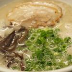 和田党 - 700えん『らーめん (麺かた指定)』2014.9
