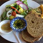 ソフィーズガーデン - Bランチ(十五穀パンとキッシュ)