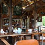 山の食堂Hana - 山小屋風の内観