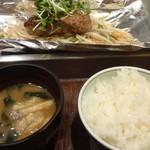 鉄板二百℃ - ご飯・味噌汁おわかり自由