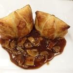 マリー・アンジュ - 料理写真:『子羊のフィレ肉のベーコン巻パイ包み焼き』