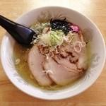 真龍 - チャーシュー麺・塩(630円)