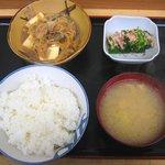 荏原食堂 - 「肉ドーフ、オヒタシ付定食」680円