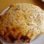 iSTANBUL NazaR - スペシャルランチ ¥2000 の トルコのパン