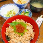 飛騨食事処 - 鮭といくらの親子丼
