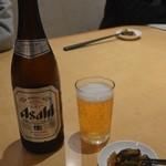 丸源ラーメン - 瓶ビールと卓上の辛い高菜