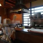 俺のイケ麺 - 厨房囲んでカウンター