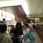 ドトールコーヒーショップ - 広い店内もほぼ満席、混んでいますね