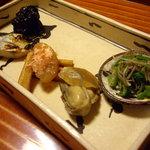 千松しま - optio A30で撮影。煮牡蠣、味付け数の子。