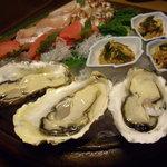 千松しま - optio A30で撮影。生牡蠣と造り盛合せ。