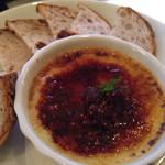 31701227 - 前菜のフォアグラのクリームブリュレ。上のパリパリの甘さと合う!!