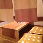とうふ家三和 - 入口付近の座敷