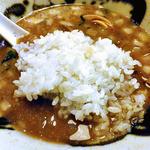 中華そば 石黒 - 「肉にぼ」のスープにご飯投入!