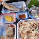 31704462 - 定食、ご飯、漬物、ごま豆腐付き