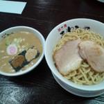 31705252 - 醤油つけ麺250g750円+肉増し120円(26.10.18)