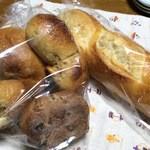 アデムク亭 - 料理写真:バケット・いちじくチーズ・ぶどう??正式名失念
