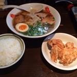 圄武 - 4番の定食 +煮卵・ご飯・から揚げで1000円