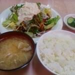 金安軒 - シーチキン生野菜かけ唐揚げ定食810円
