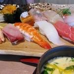 """31708552 - """"板さんおすすめにぎり寿司定食"""" 赤だし付"""